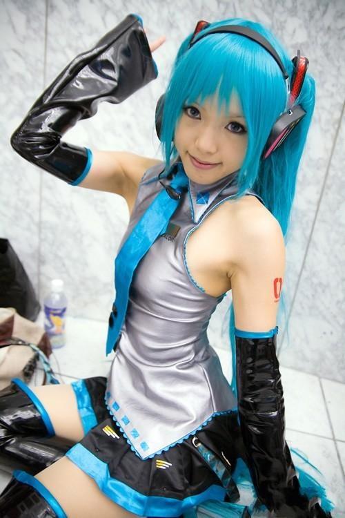 Sexy cosplay japanese girl miku