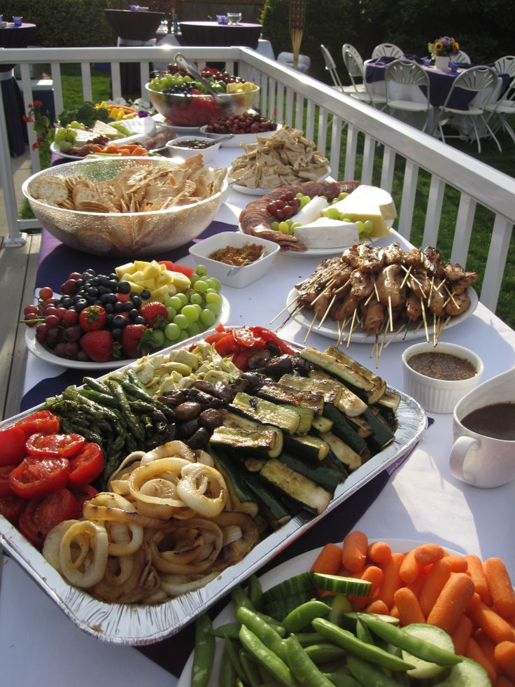 Easy (and Healthy) Party Food menu & table set up. Diy buffet. Birthday, holiday, barbecue, outdoor or indoor snacks and side dishes. Grilled or roasted vegetables and selection of fresh fruits. http://simplyrealfood.me/2010/08/03/easy-and-healthy-party-food/