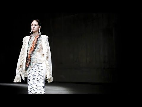 Christopher Kane | Spring Summer 2018 Full Fashion Show | Exclusive - YouTube