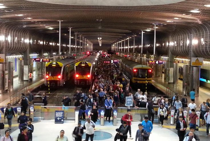 #Auckland 144 metre 6-car #EMU at Britomart with est.750 pax. Car equivalent would take 3.3 lane kms or 22x the space
