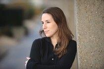 Sophie Tissier, victime du «Banal  de D8» - Le Kiosque aux Canards. Sophie Tissier est une de ces trop nombreuses victimes, de l'âpreté du monde du travail et plus spécialement dans ce monde pourri des média et de l'audiovisuel. Les cachets c'est pour des Decaunes, Hanouna, l'usé Jean-Michel Aphatie qui rabache toujours les mêmes questions prévisibles, et la pillule dure à avaler, est pour les intermittents du spectacle, si spectacle il y a