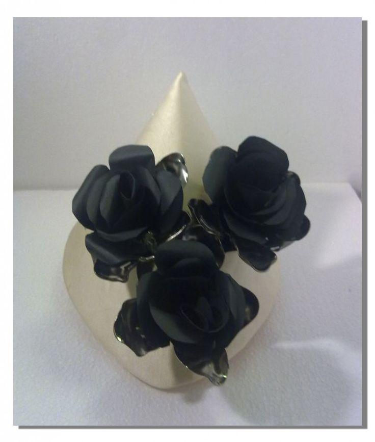 Collana realizzata con carta e cucchiai di plastica #paper #jewellery #gioielli di #carta