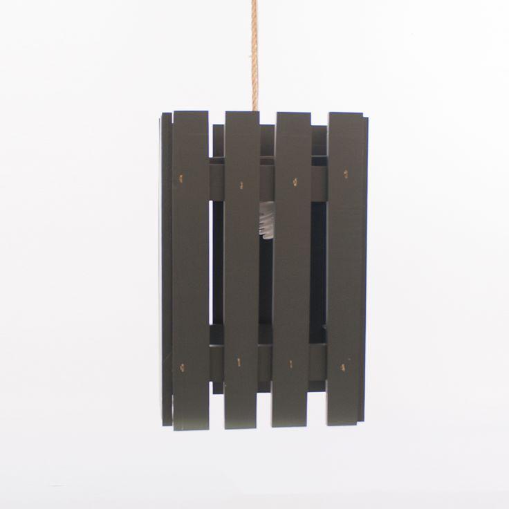 Lámpara de techo hecha con palets