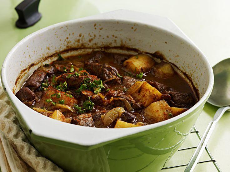 Gulasch di manzo con cipolle e patate - Ricetta - Cucina di stagione
