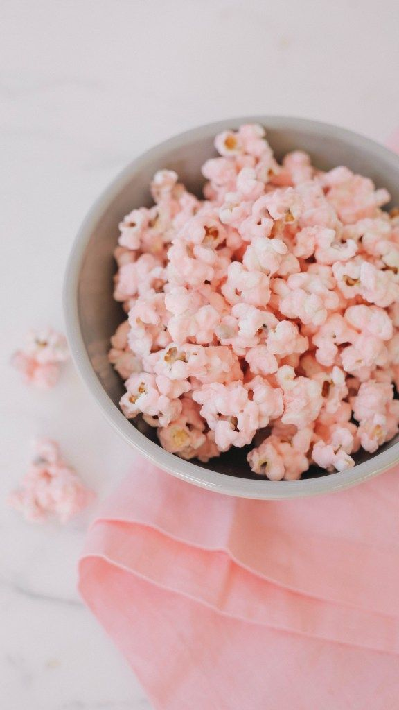 pink popcorn recipe | popcorn | white chocolate | chocolate | pink foods | popcorn recipe | white chocolate popcorn | desserts recipes | sweets