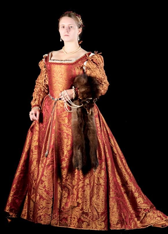 The Italian Showcase - Laurie at the Realm of Venus. A dress diary about creating an amazing Italian gown of the 1560s.