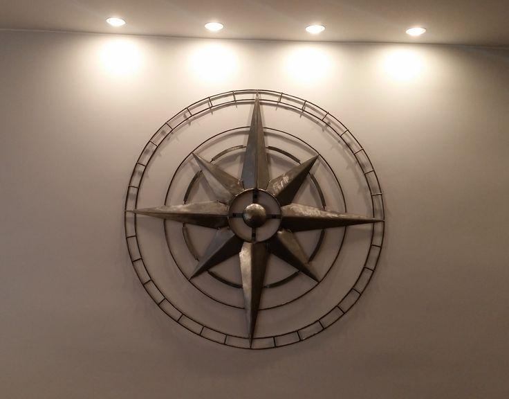 dekoracja ściany - stalowa , surowa róża wiatrów