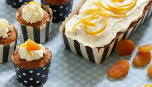 Gulerodskage med icing på toppen