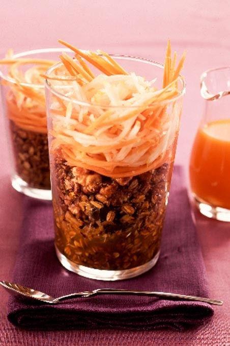 Recetas saludables para el verano: Granola con zumo de zanahoria: http://www.cosmopolitantv.es/noticias/1497/recetas-saludables-para-el-verano-granola-con-zumo-de-zanahoria