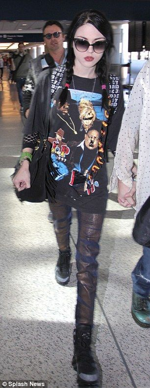 Frances Bean Cobain flies out of LAX with fiancé Isaiah Silva   Daily Mail Online