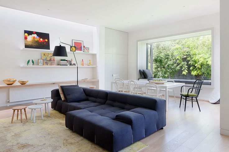 Elwood is a minimalist house located in Melbourne, Australia created by Robson Rak Architects with collaboration for interior design by Made by Cohen. (7)