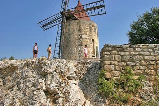 Le moulin de Daudet à Fontvieille - Lettres de mon moulin - Alphonse Daudet | Avignon et Provence