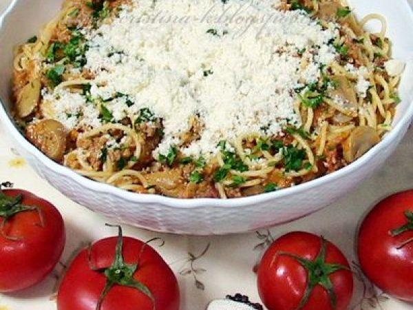 Spaghete cu sos de rosii