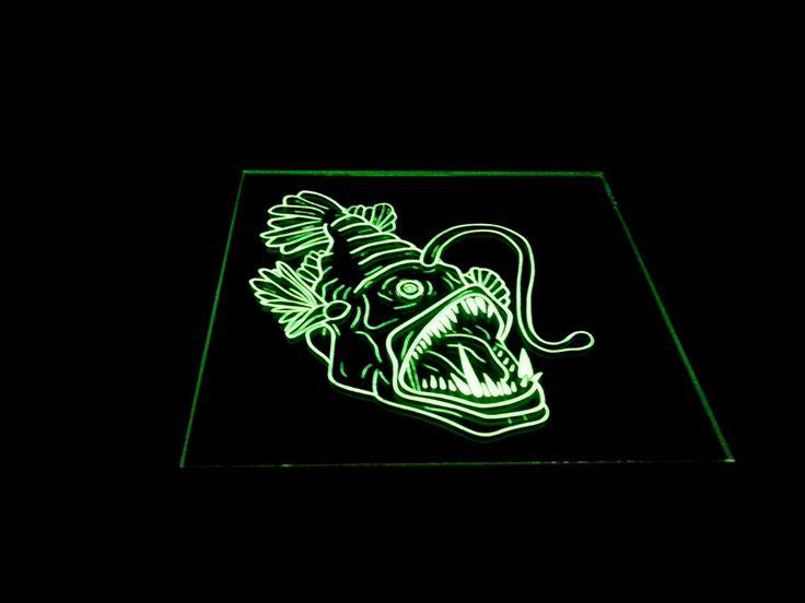 35€ Anglerfisch im Spiegel, UV-aktiv, auf der Rückseite eingravierter Anglerfisch  #Anglerfisch #Laternenfisch #Schwarzlicht #UV-aktiv #Spiegel #Deko #Glas #ErzeuXerin #ZeuX #Spiegelfliese