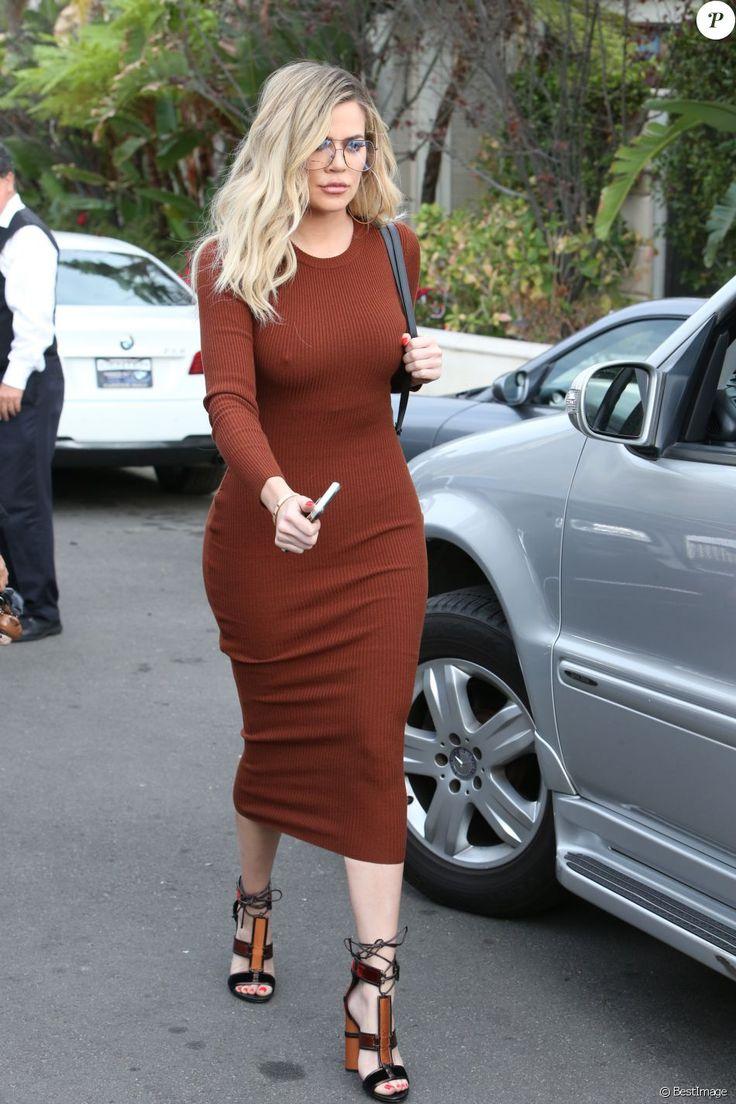Khloé Kardashian arrive à une fête à Beverly Hills le 12 novembre 2016