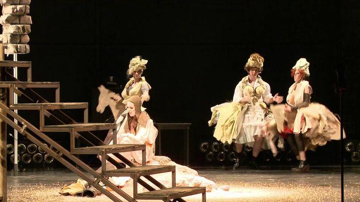 Don Quijote  Nach Miguel de Cervantes Saavedra Don Quijote Uraufführung Mechanisches Welttheater mit Musik Vielleicht ist es die berühmteste Geschichte überhaupt. Jedenfalls wählten hundert bekannte Schriftsteller den Roman Don Quijote zum besten Buch der Welt. Sein Autor Miguel de Cervantes Saavedra der 1616 im selben Jahr wie Shakespeare starb gilt als Spaniens Nationaldichter. Sein Leben war mehr als aufregend. Seine Bücher sind wunderschön zu lesen. Aber es scheint als gäbe es sie gar…