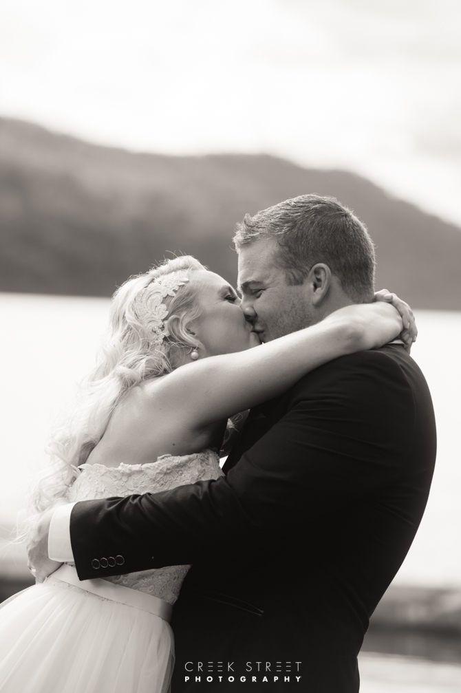 Peats bite wedding photos - the Kiss