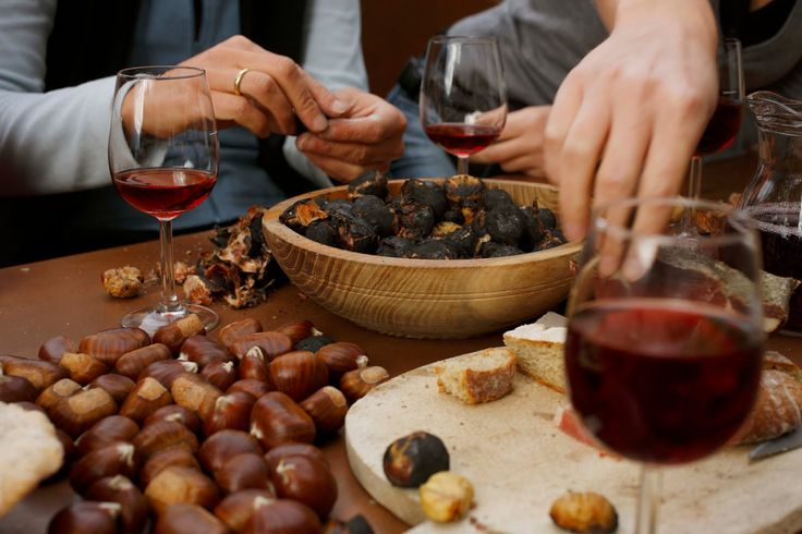 castagne e vino - Cheastnuts and wine, better after dinner in autmn in front of the fireplace. That's a real tradition in Tuscany!