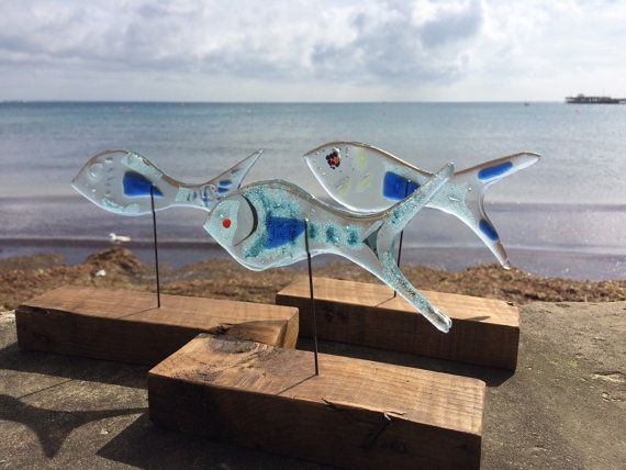 This is the listing for a single recycled greenhouse glass fish! Standing in a reclaimed timber base these fish will catch the lift beautifully as they swim along your windowsill... Each fish will measure approximately 13-15cm long and will stand in a solid wood base approximately 20cm