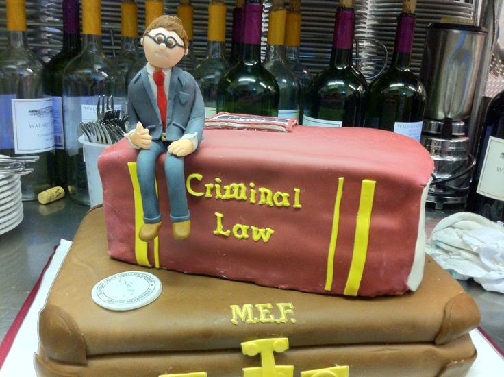 lawyer cake by Dollface Gourmet.