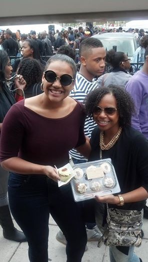 We were excited to see two of our loyal Karat Cakery customers from a local dentist office at Howard University's Homecoming. As always, they showed us a lot of Karat Cakery love!