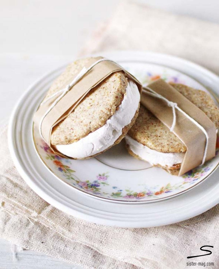 Lemony #ice cream sandwiches. Explore the recipes bloggers from all over the world contributed in #sisterMAG n°7. Photo: Jacqui from Good Things Grow