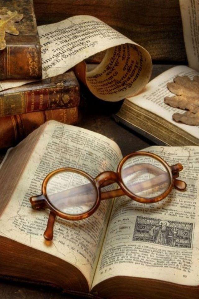 Beautiful antique books & old reading glasses! / Belli i Libri antichi e vecchi occhiali da lettura!
