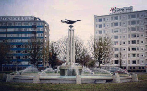 17 jan 2016 foto van Twitter bericht. Vogel van Europaplein gaat in de opslag. Terug als plein veilig is gemaakt.
