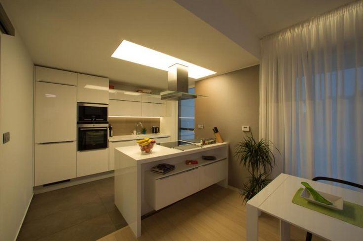 hranaty-svetelny-strop-2000x900-greslik
