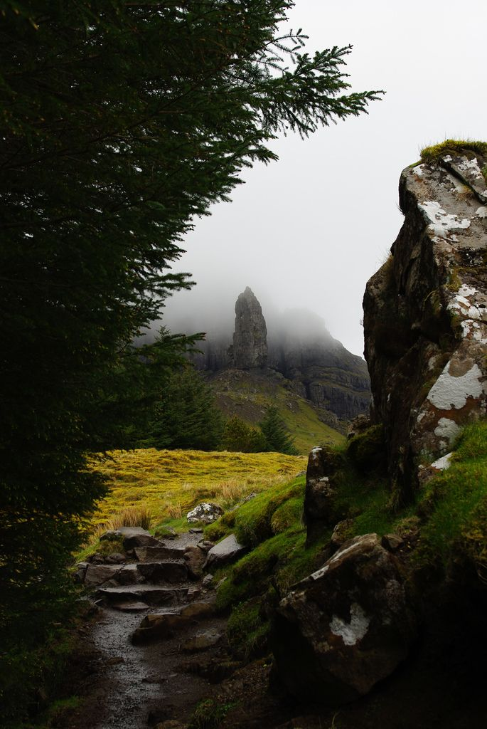 Le Old Man of Storr, sur l'île de Skye. http://en.wikipedia.org/wiki/The_Storr