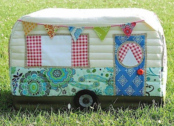 Rainbow Hare Quilts: Cubierta de la vendimia Caravana Máquina de coser - Patrón (versión 1) y Tutorial