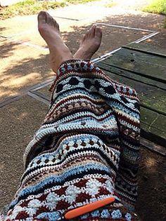 *Free Crochet Pattern: As we-go stripey blanket by Hannah Davis