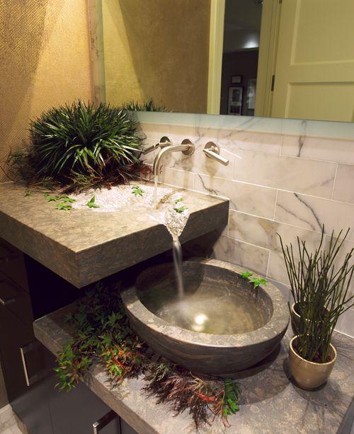 Que tal uma cascata no seu banheiro?