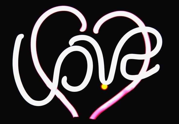 """""""Oxitocina, hechizo de amor"""", de Laura Castillo.  Un estudio de la Universidad de Bonn descubre que la oxitocina inhalada desata en los hombres un interés creciente por sus parejas, transformándolas en las mas atractivas de entre las féminas. http://mqciencia.com/2013/12/13/oxitocina-hechizo-de-amor/"""