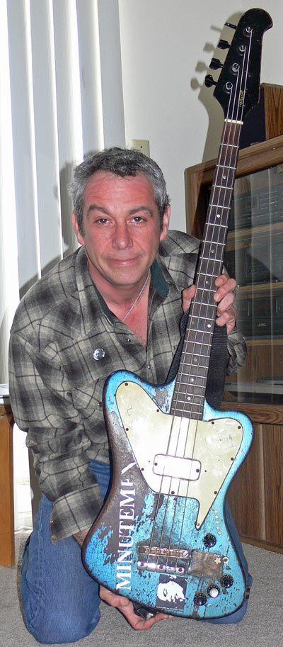 Mike Watt with his non-reverse Gibson Thunderbird