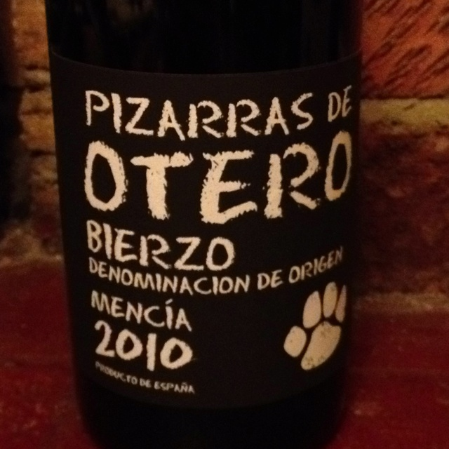 Pizarras de Otero - from Spain. Bought at Majestic Wine Warehouse. Good heavy red, hints of chocolate - and silky smooth. Mencía grape - unusual.