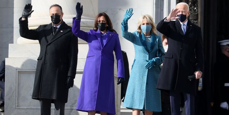 Dos colores muy pero que muy bien escogidos. Garth Brooks, Joe Biden, Laura Bush, Inauguration Ceremony, Presidential Inauguration, Donald Trump, Michelle Obama, Barack Obama, Lady Gaga