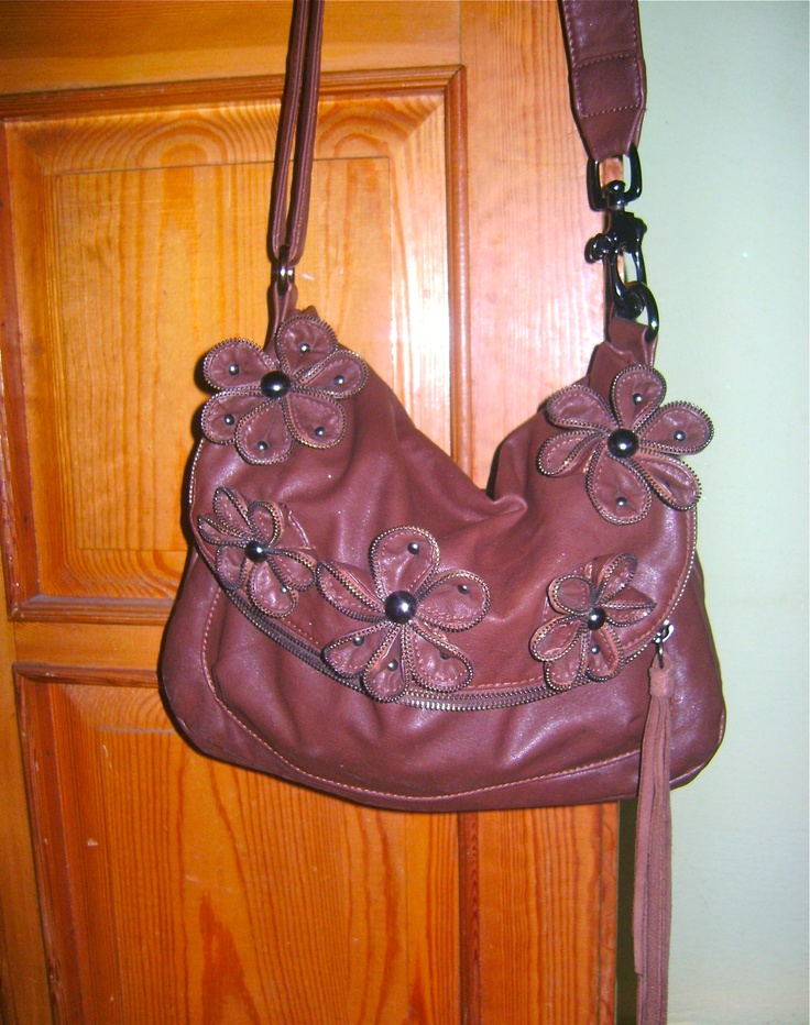 DIXIE COMPETITION / Sofie's bag! Do you want to win the Ebony bag by Dixie? Simply email a photo of the contents of your bag to: naw@boozt.com...and if you want to know more about the competition, click here >> http://blog.boozt.com/2012/new-dixie-competition/