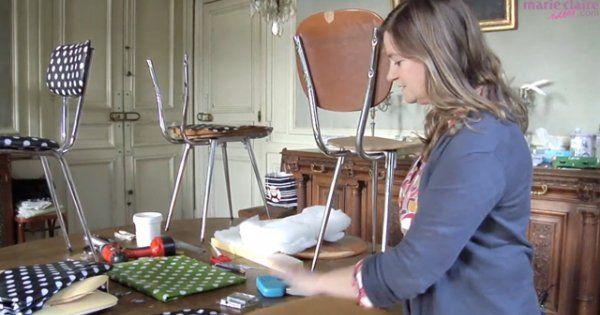 Delphine, créatrice de la marque Fabuleuse Factory avec Stéphanie, vous montre comment elle réalise ses fameuses chaises à pois! Ce pas à pas en vidéo vous montre toutes les étapes pour déshabiller une chaise chinée et la retapisser de toile cirée à pois pour un esprit à la fois rétro et très actuel.