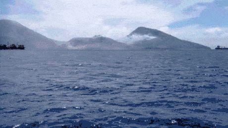 Epic volcanic eruption in Papa New Guinea. Dat shockwave...