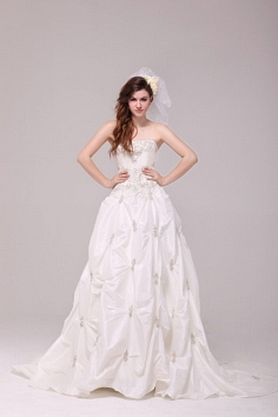 Modern Strapless A-Line Wedding Dress wr0741 - http://www.weddingrobe.co.uk/modern-strapless-a-line-wedding-dress-wr0741.html - NECKLINE: Strapless. FABRIC: Taffeta. SLEEVE: Sleeveless. COLOR: White. SILHOUETTE: A-Line. - 136.59