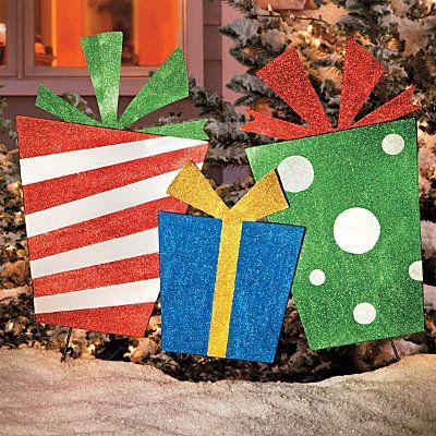 Christmas Presents Trio Outdoor! Looks easy to DIY!