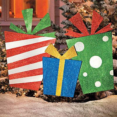Diy outdoor yard gifts plywood stakes and glitter paint Diy outside christmas decorating ideas