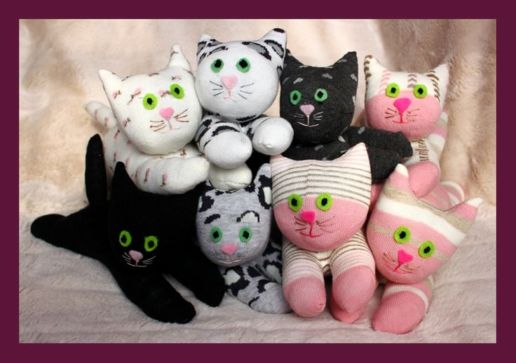 DIY: Sock-Cats and Dogs Tutorial - Make Soft Toys From Socks...great step by step tutorial with lots of pics. Very Cute!! Hey Dina think of the possiblities!!!