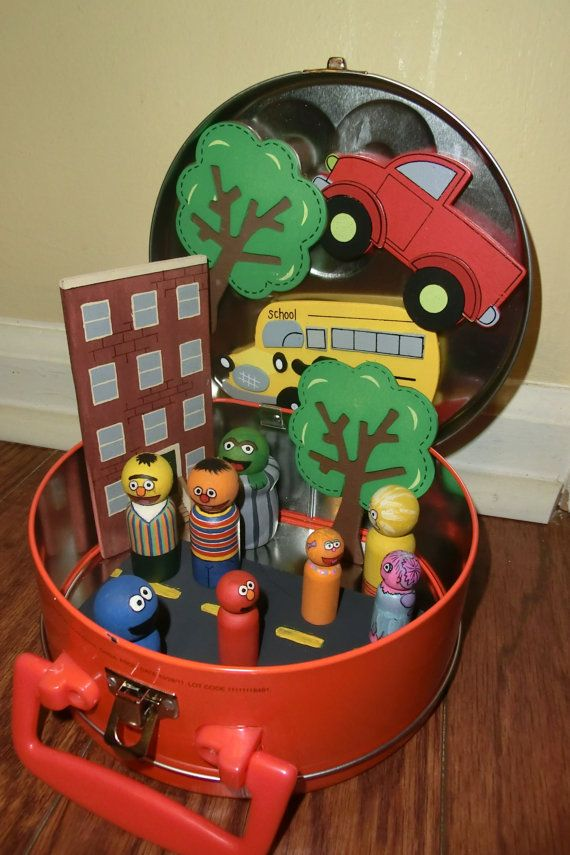 Sesame Street Peg People and Magnet Set in Carrier
