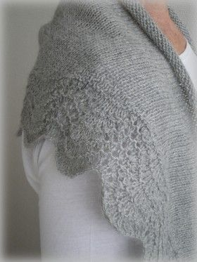 This lovely pattern 'Abyssal' from the une envie blog site is knitted in an Baby Alpaca yarn..... FREE pattern in either French or English Fingering weight - +/- 350 yards -http://storage.canalblog.com/34/33/515260/59186152.pdf