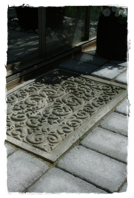 betong ute och inne - press a cheap rubber mat into the concrete for a beautiful pattern.
