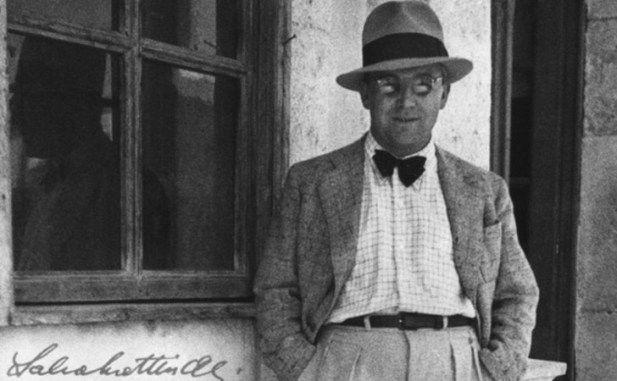 Türk edebiyatının en büyük isimlerinden olan Sabahattin Ali'nin bugün 110'uncu doğum günü (25 Şubat 1907). Yaşamı boyunca sürgünler, demir parmaklıklar gören Ali, 1948 yılında Türkiye'den kaçmaya çalışırken öldürülmüştü. Ölümü ise, faili meçhul kalmış bir cinayet. Toplumcu ve köylüleri...  #110'Un, #Ali'Nin, #Gününde, #Meşhur, #Olan, #Sabahattin, #Şarkı, #Şiiri', #Yaş http://havari.co/110un-yas-gununde-sabahattin-al