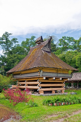 Pematang Purba house.Until the development of civilization in which a community can probably be traced through it's culture. At least this is what can be portrayed as exploring the house in the village of Rumah Bolon Pematang Purba, in Simalungun District. At once, it became a proof of the existence of the Kingdom of the Pematang Purba Simalungun, had stood since the 15th century.