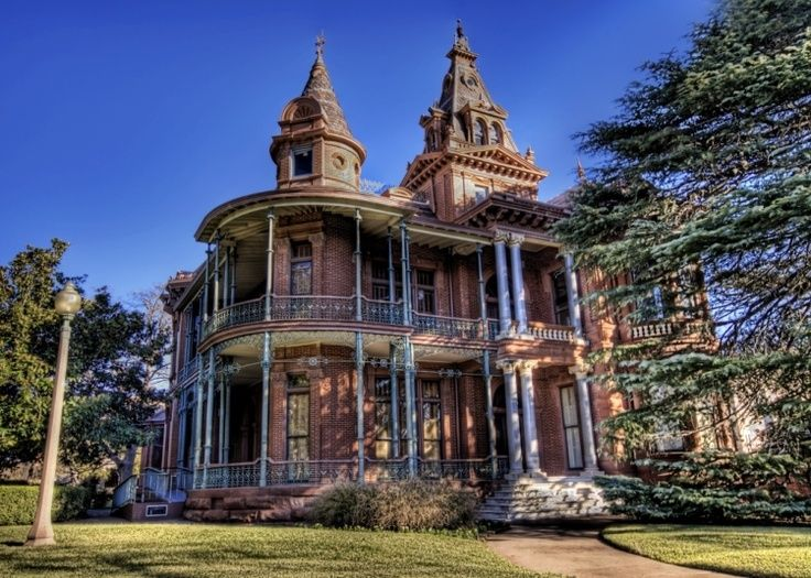 11 best gothic style homes images on pinterest for Old style home builders